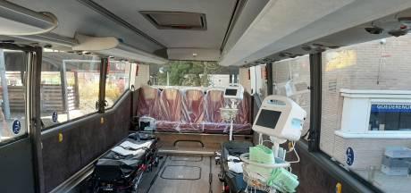 Coronabus brengt vier patiënten van Arnhem naar Slingeland in Doetinchem