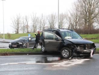 Bestuurder lichtgewond na zware klap in Oudenaardsesteenweg