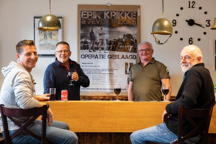 Jan Kerkhof (tweede van rechts) en de andere leden van Stichting Veteranen Westland.