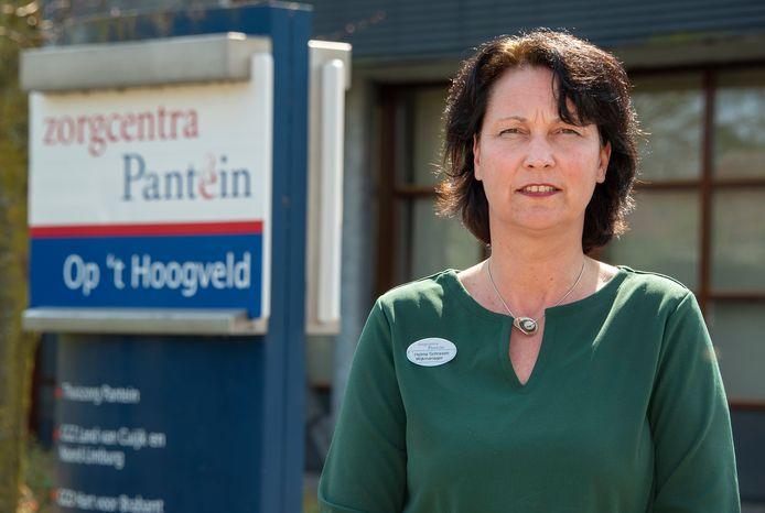 Helma Schraven bij zorgcentrum Op 't Hoogveld in Sint-Anthonis: ,,We zien ook steeds meer mensen weer opknappen.''