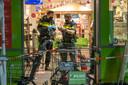 Politie doet onderzoek na de gewapende overval in de Plus in Budel Schoot.