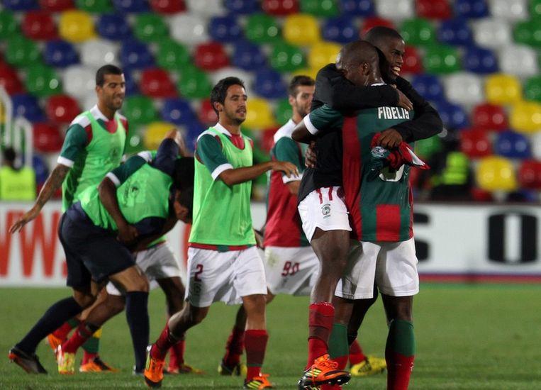 Enkele spelers van Marítimo vieren hun kwalificatie voor de poules van de Europa League. Beeld EPA