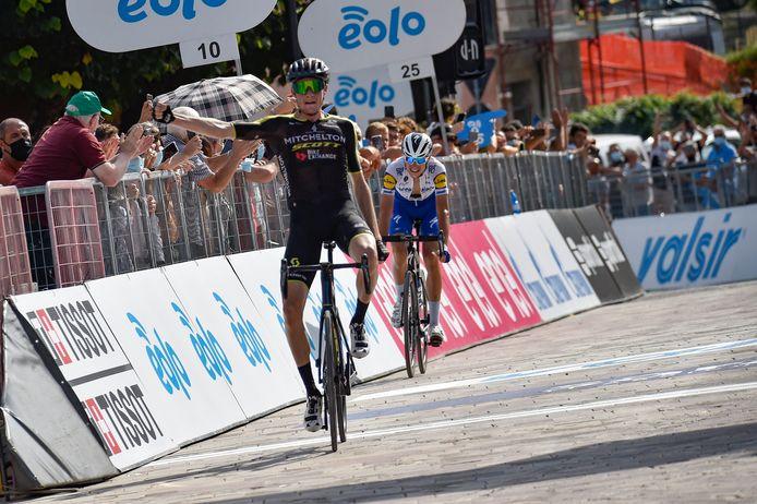 Lucas Hamilton trok aan het langste eind in de vierde etappe van de Tirreno, voor Fausto Masnada.