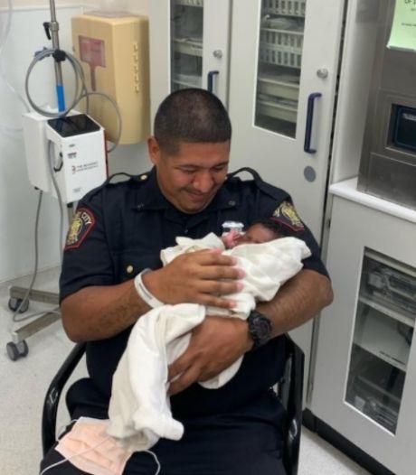 Un Américain jette son bébé du haut d'un balcon, un policier l'attrape in extremis