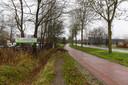 Houthandel Daams aan de Dommelseweg, met links de buitenopslag en rechts het bedrijfspand waarnaast op een weiland een opslagloods mag komen.