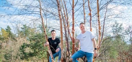 Bij elk verkocht shirt van deze Harderwijkse vrienden groeit in Costa Rica een boom