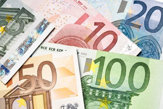 Menig inwoner van Haaglanden moet deze dure maand extra de portemonnee trekken voor achterstallige belastingbetalingen.