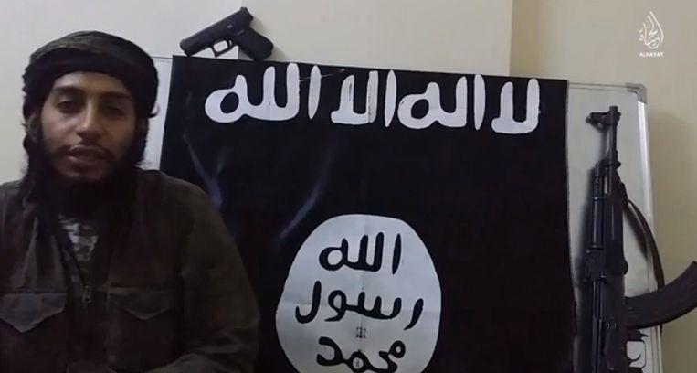 Een beeld uit een propagandafilmpje met Abdelhamid Abaaoud, die deelnam aan de aanslagen in Parijs. Beeld Photo News