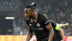 Invaller Michy Batshuayi schiet Chelsea naar overwinning tegen Ajax