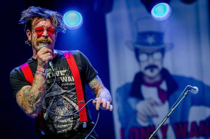 Bandleden Eagles of Death Metal stellen zich burgerlijke partij op proces over aanslagen Parijs.