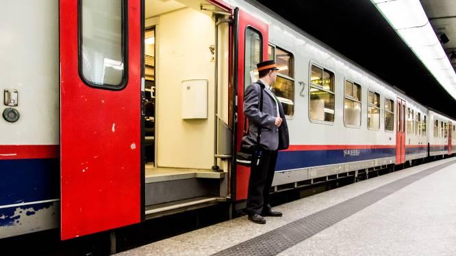 Trein met zeshonderd passagiers staat twee uur stil na aanrijding met onbekend voorwerp