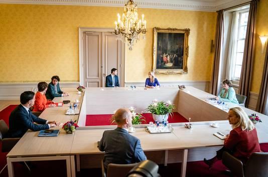 Informateur Mariette Hamer ontvangt fractievoorzitters.