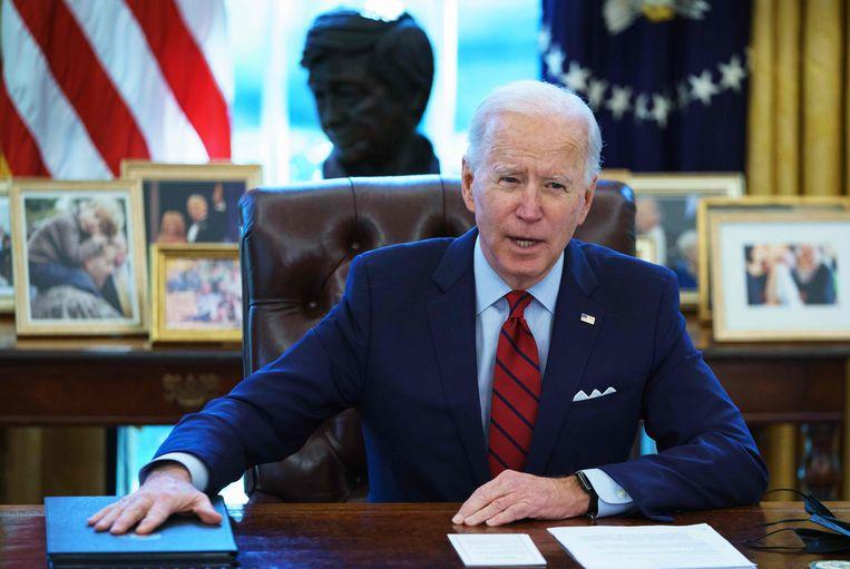 President Biden spreekt vanuit het Oval Office.  Beeld AFP