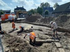 Archeologen vinden eerste skeletten onder Petrus Dondersplein