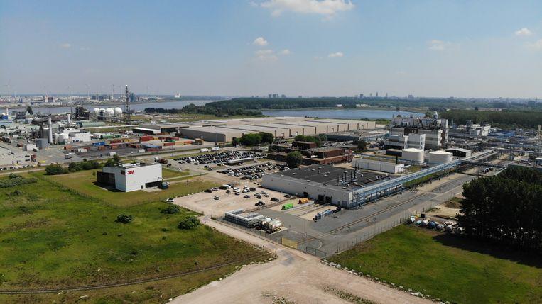 Ook de 3M-fabriek in Zwijndrecht loost afvalwater met sporen van PFOS in de Schelde. Beeld BELGA