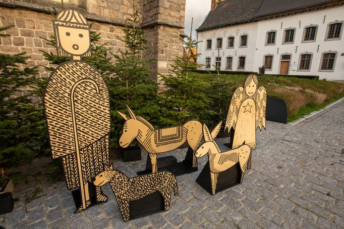 Truiense bewoners kunnen sinds kort genieten van nieuwe, houten kerstversiering in de Agnesbegijnhof.