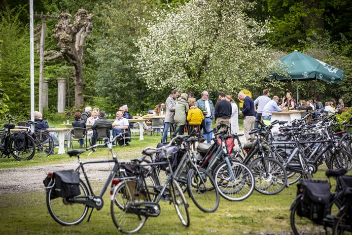 Ideaal fietsweer, dus velen  trekken er op uit. Maar nergens wordt het te druk, ook niet bij Het Everloo.