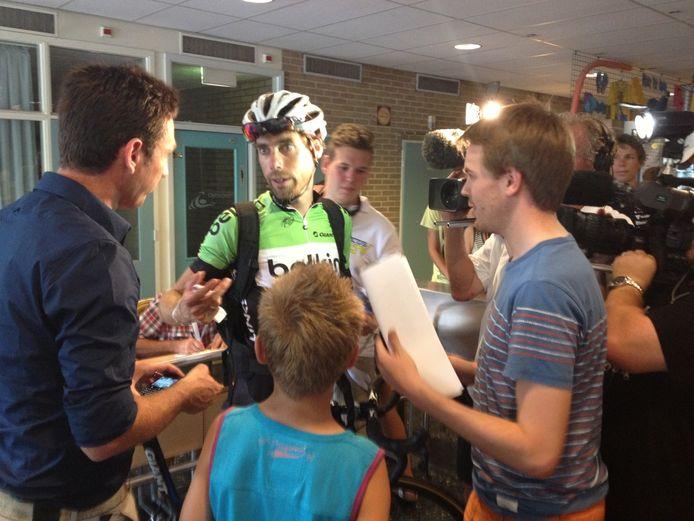 Laurens ten Tam staat de pers bij Daags na de Tour te woord.