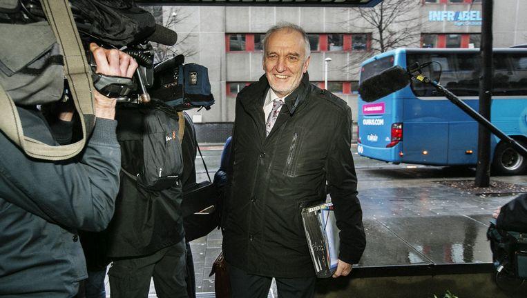 Spoorbaas Jo Cornu arriveert in Brussel voor overleg met de bonden. 'Ik mag toch wat tegengas geven?' Beeld Tim Dirven