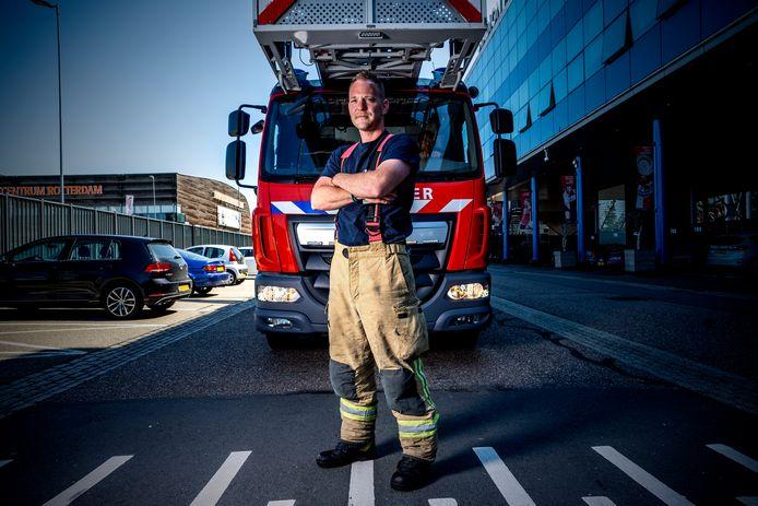Brandweerman Chiel Jansen moet stoppen als hij 39 is, terwijl hij niet weg wil bij de brandweer.