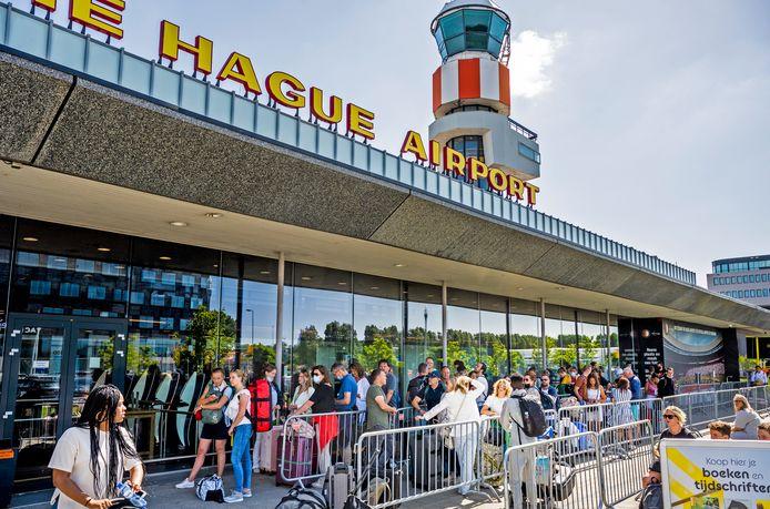 Duizenden reizigers hebben vandaag last gehad van vertraging op Rotterdam The Hague Airport.