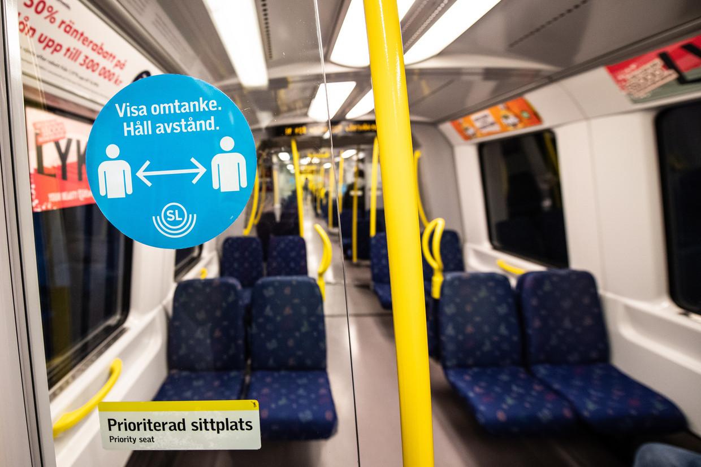 Overal in Zweden was het devies 'afstand houden': in de metro, maar ook in bed.  Beeld EPA