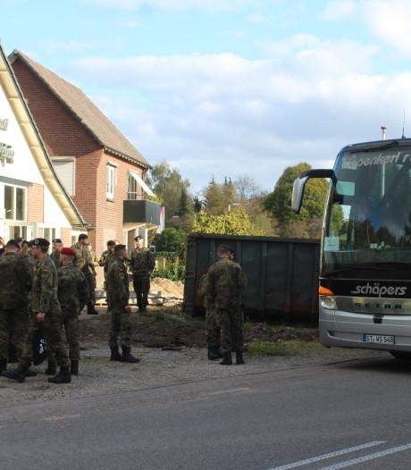 Duitse militairen stranden bij Hoenderloo door brand in bus