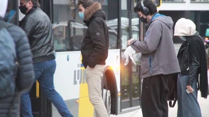 Fikse boete voor opzettelijk hoesten zonder mondmasker op de bus