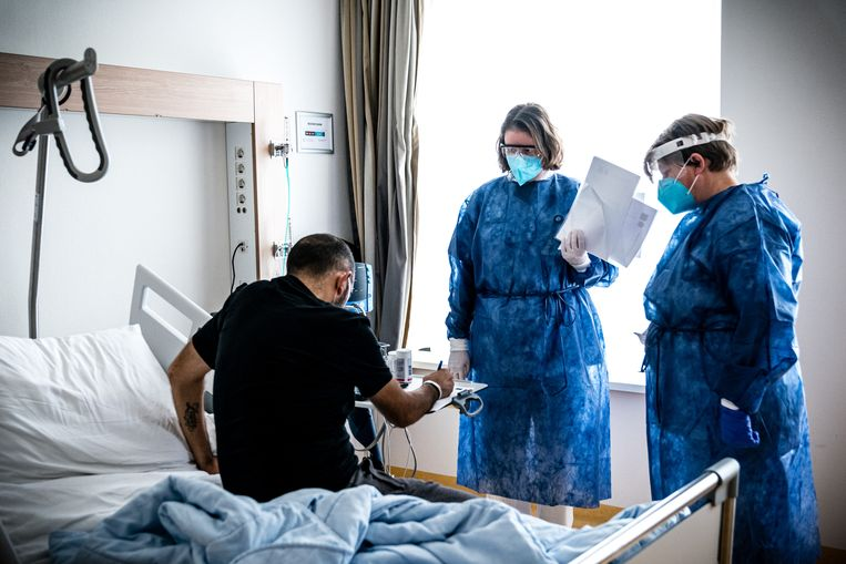 Een patient op de cohortafdeling van het Catharina Ziekenhuis in Eindhoven. Beeld Hollandse Hoogte /  ANP