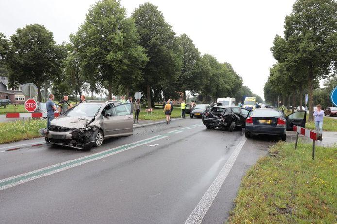 Bij het ongeval op de Oosterhulst in Nieuwleusen zijn gewonden gevallen.