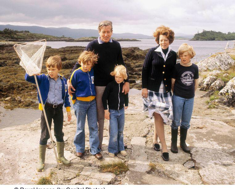 Prinses Beatrix, prins Claus, koning Willem-Alexander, prins Constantijn, prins Friso en prinses Irenes zoon Carlos in 1978. Beeld ANP/Capital Photos