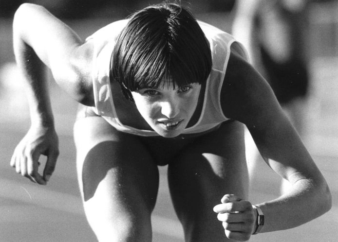 Els Vader staat klaar bij de Olympische Spelen van 1984 in Los Angeles.