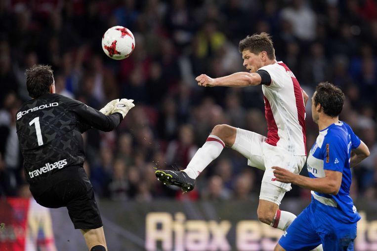 Ajax-spits Klaas-Jan Huntelaar scoorde twee keer in de gewonnen wedstrijd (3-0) tegen PEC Zwolle.  Beeld EPA