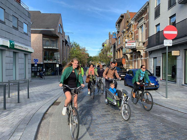Ellen Van Assche, Sien Pillot, Haileab Fisehaye, Jeroen Van Laer en zoontje Fil en Goedele Van der Spiegel van Groen Edegem fietsten afgelopen weekend symbolisch rond in het centrum.