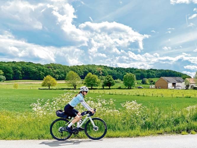 'Bikepacking' is dé manier om van de nazomer te genieten. Redactrice Sophie test het uit en deelt essentiële tips