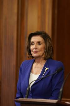 """""""Ça va être difficile de ne pas la frapper avec ce marteau"""": un ténor républicain blague sur son envie d'agresser la démocrate Nancy Pelosi"""