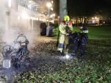 Harde knallen door ontploffende banden: motor brandt uit in Delft