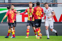"""Ferdy Druijf (m.) krijgt felicitaties van zijn ploegmaats na zijn penaltydoelpunt: """"Dit is goed voor het vertrouwen."""""""