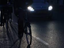 Bestuurder reed door vermoeidheid twee fietsers in Nispen omver: 750 euro boete