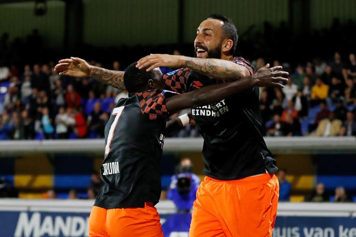 Armindo Bruma en Konstantinos Mitroglou vallen elkaar in de armen na de 1-3 van PSV bij RKC.