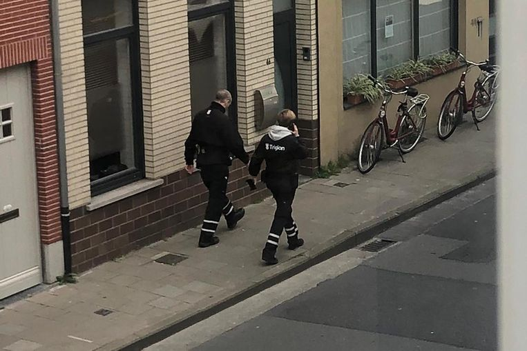 Twee parkeerwachters op pad.