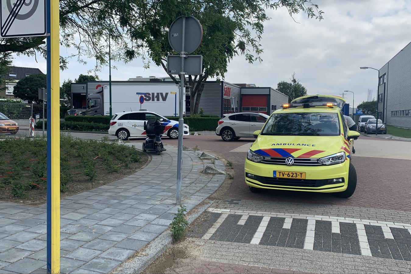 De scootmobiel staat nog op de plek van het ongeluk.