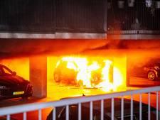 Verdachte van stichten autobranden in Arnhem smeekt om vrijlating maar mag alleen naar huis met enkelband