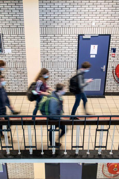 Middelbare scholen worstelen met heropening: 'Les op anderhalve meter? Niet te doen'