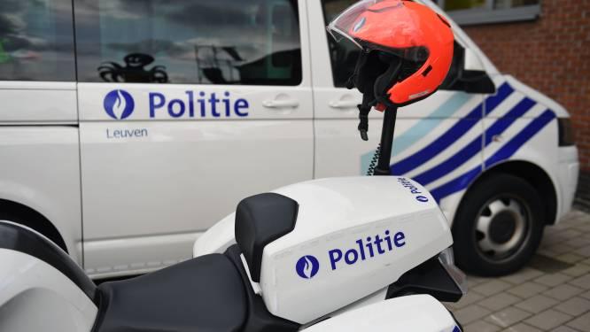 Bestuurster (44) botst tegen geparkeerde auto