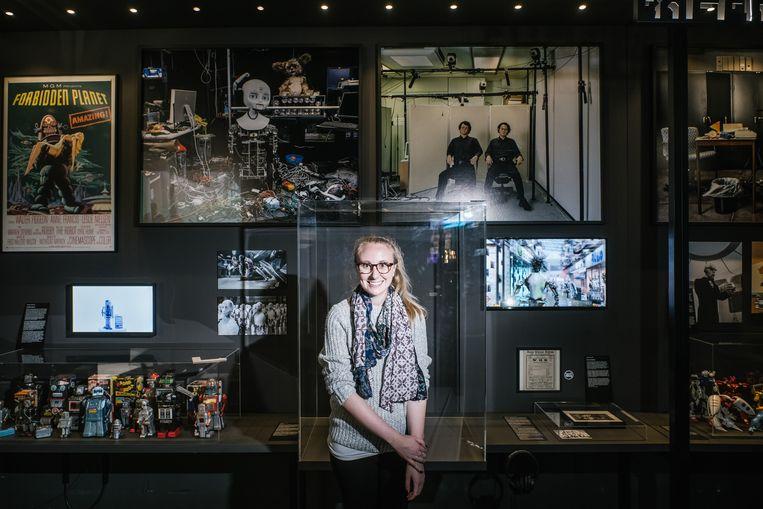 Nicole Manis was ooit een Harry Potter-fan, tegenwoordig is ze de persoonlijke chaperonne van R2-D2. Beeld Wouter Van Vooren