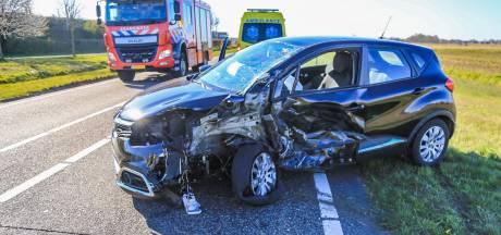 Vrouw gewond naar het ziekenhuis na botsing in Beek en Donk