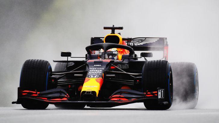 Hamilton van pole na natte kwalificatie in Oostenrijk, Verstappen tweede