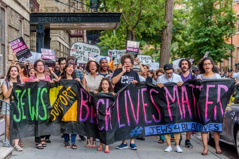 Leden van de Joodse actiegroep Jews4BlackLives in Washington Square Park, New York, tijdens een demonstratie in 2016.   Beeld LightRocket via Getty Images