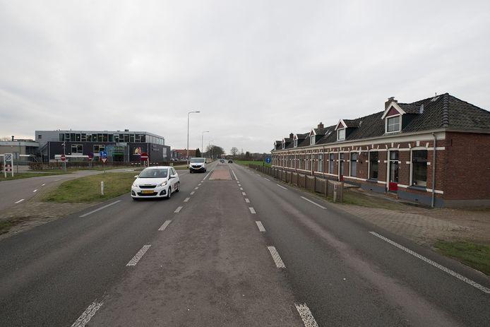 Links vrijetijdsmarkt Obelink, rechts de beoogde locatie voor het bedrijventerrein aan de Misterweg.